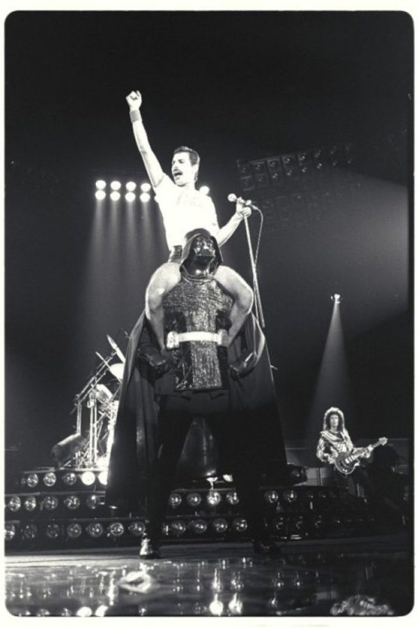 Freddie Mercury sobre Darth Vader (Houston -1980) – #FotoHistoria